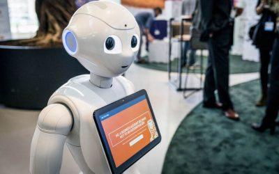 Robot verwelkomt bezoekers NL Digitaal Hilversum 2019
